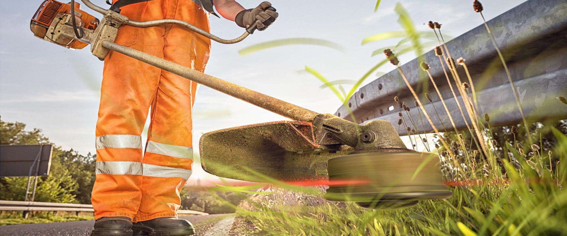 Landschaftspflege: Grünflächenpflege am Straßenrand